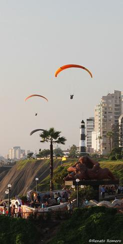 Paragliding in Miraflores, Lima - My Peru Guide